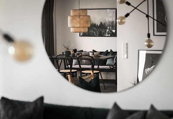 siteassets/bonavaproj-interiors/mirror-with-focus-on-lamp_580x400.jpg